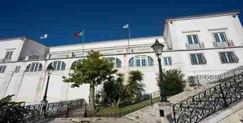 Um dos locais a visitar! Palácio dos Conde de Óbidos vista da Gare Maritima. Actual Palácio da Cruz Vermelha.