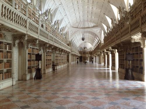 Biblioteca do Palácio Nacional de Mafra. livros proibidos pela Igreja. Cortesia da Biblioteca PNM