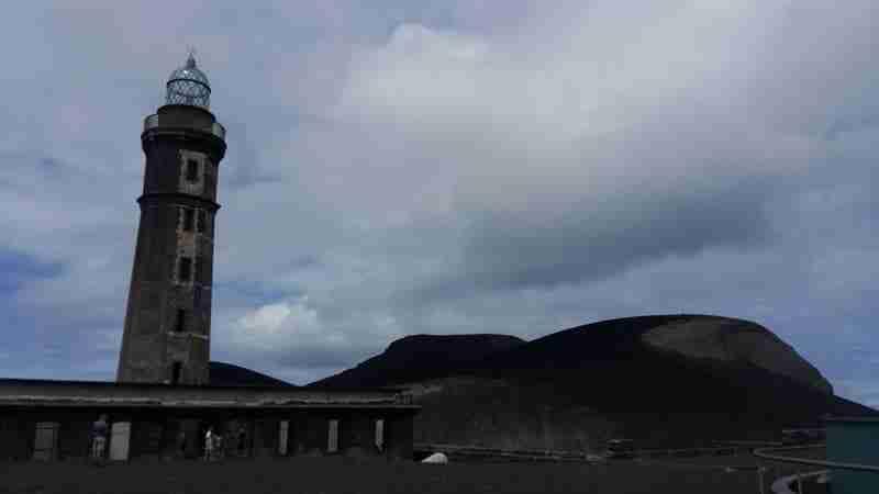 O Farol e o Vulcão dos Capelinhos